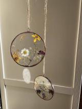 Dekorácie - Závesná dekorácia s lúčnymi kvetmi  (11 cm) - 12915097_