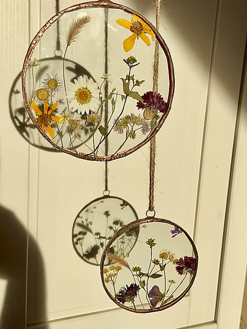 Závesná dekorácia s lúčnymi kvetmi  (11 cm)