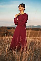 Vínové úpletové šaty