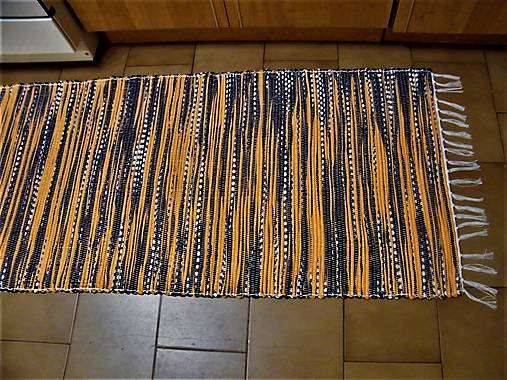 Tkaný koberec čierno-oranžovo-biely