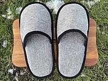 Obuv - Šedé papuče s čiernym lemom - 12926162_