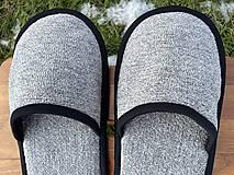 Obuv - Šedé papuče s čiernym lemom - 12926163_
