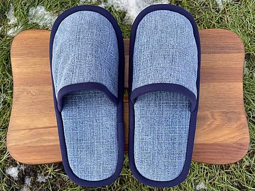 Riflové papuče s tmavomodrým lemom