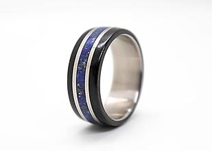 Prstene - Titanový prsteň s Lapis Lazuli a ebenom - 12934779_