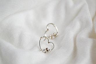 Náušnice - Strieborné náušnice s guličkami - Srdce - 12935738_