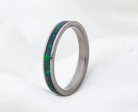 Prstene - Titanový prsteň zelený opál - 12938732_