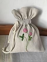 "Úžitkový textil - Vyšívané vrecúško na bylinky ,,Ďatelina"" - 12936137_"