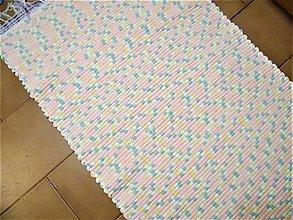 Úžitkový textil - Tkaný koberec tyrkysovo-ružovo-žlto-biely - 12939112_