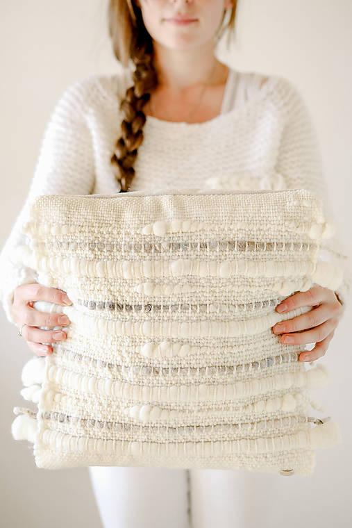 Ručne tkaný vlnený dekoračný vankúš
