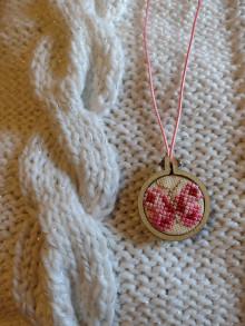 Náhrdelníky - Prívesok-ružový motýľ - 12949647_