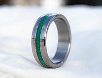 Prstene - Titanový prsteň s malachitom - 12949436_
