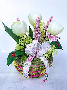 Dekorácie - Kvetinová jarná dekorácia - 12950402_