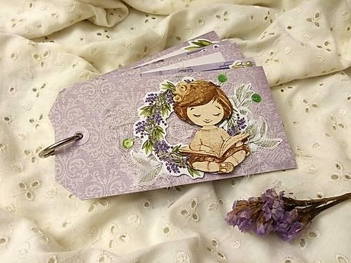 Minialbum (Dievča s knihou)