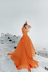 Šaty - Oranžové šifónové šaty Očovianka - 12956154_