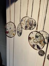 Dekorácie - Závesné dekorácie s lúčnymi kvetmi  (12 cm ovál) - 12958620_