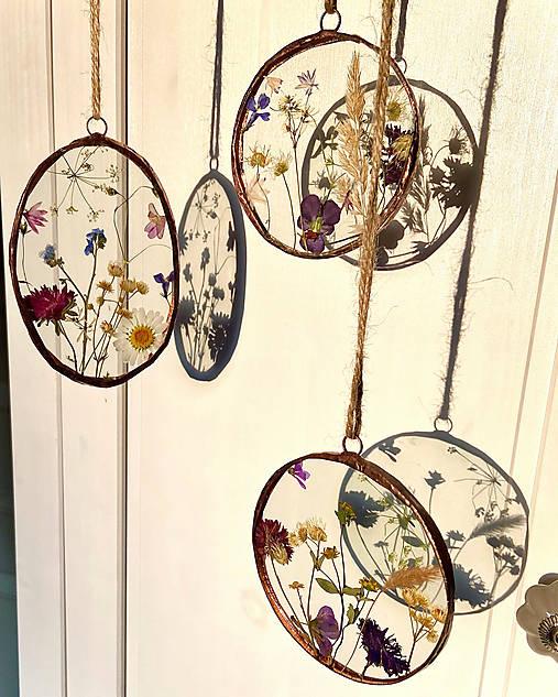 Závesné dekorácie s lúčnymi kvetmi  (12 cm ovál)