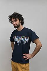 Tričká - Unisex tmavomodré maľované tričko s abstraktným vzorom - 12957042_