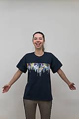 Tričká - Unisex tmavomodré maľované tričko s abstraktným vzorom - 12957049_