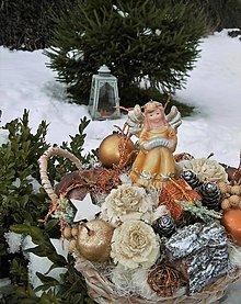 Dekorácie - Vianočná dekorácia s anjelikom v košíčku - 12964933_