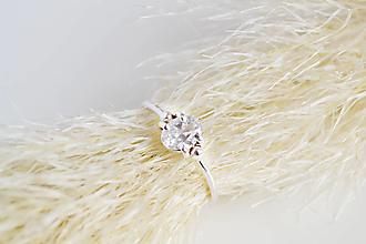Prstene - Strieborný prsten so zirkonom - 12963389_