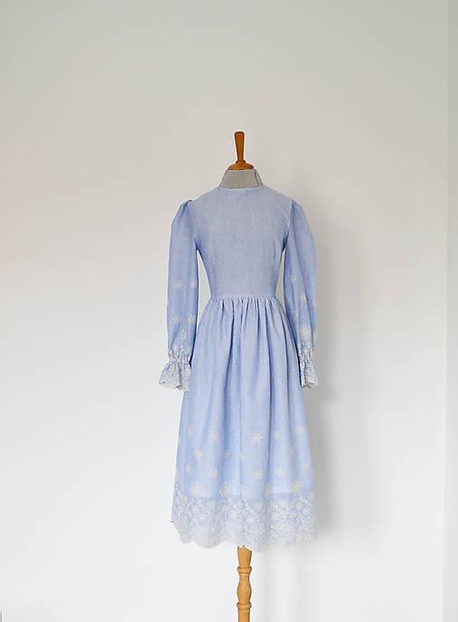 Šaty - Bavlnené prúžkované šaty s riasenou sukňou s bordúrou  - 12962588_