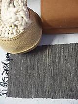 Úžitkový textil - Vlnený koberec ručne tkaný, tmavosivý - 12966929_