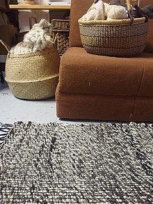 Úžitkový textil - Vlnený koberec ručne tkaný, čiernobiely - 12967041_