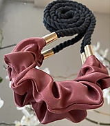 Náhrdelníky - Starorůžový satén na antracitovém laně - 12975267_
