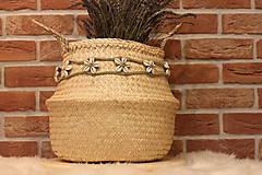 Dekorácie - Mušličkový macramé opasok s košíkom z morskej trávy - 12977961_