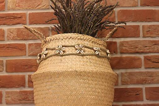 Mušličkový macramé opasok s košíkom z morskej trávy