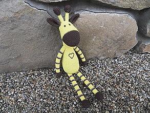 Hračky - Háčkovaná žirafka so srdiečkom - veľká - 45cm - 12979184_