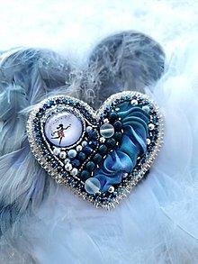 Odznaky/Brošne - Srdce nehy, vyšívaná brošňa - 12984534_