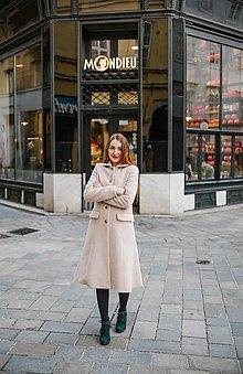 Kabáty - Vlnený kabát princess strihu SEVERANKA-krémový (klasická dĺžka) - 12992364_