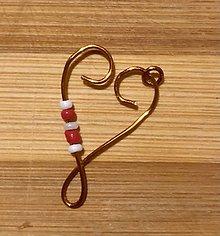 Iné šperky - Otvorené srdce s červenobielymi korálkami - 12991544_