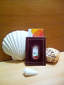 Peňaženky - Kožený obal na karty - bordovo-hnedý, zdobený linkami - 12991271_