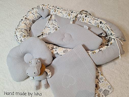 Hniezdo pre bábätko - hroch a sloník v sivej vafle