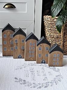 Dekorácie - Drevené domčeky hnedočierne 5 ks - 13003629_
