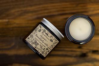 Svietidlá a sviečky - Sviečka zo sójového vosku v hnedom skle - Jazmín & Himalájsky céder - 13001915_