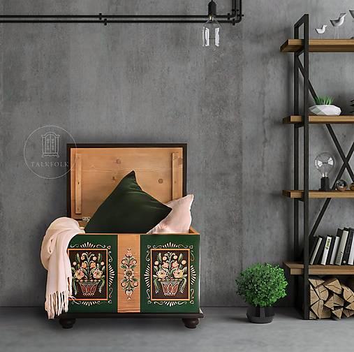 Maľovaná interiérová truhlica