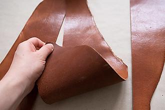 Suroviny - Zbytková hladenica väzy karamelová lesklá 2–2,5 mm - 13003402_