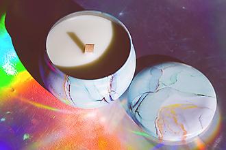 Svietidlá a sviečky - Sójova sviečka s dreveným knôtom, rôzne vône - 13006702_