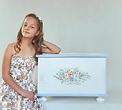 - Maľovaná interiérová truhlica do detskej izby II - 13014198_