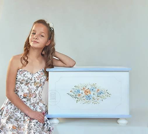 Maľovaná interiérová truhlica do detskej izby II