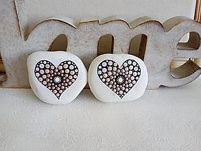 Drobnosti - Ružové perleťové srdiečko - Na kameni maľované - 13012579_