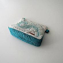 Taštičky - Quiltovaná taštička z ľanu zdobená korálkami - 13012919_