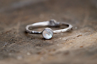 Prstene - Vetvičkový strieborný s rozprávkovým mesačným kameňom - 13015519_