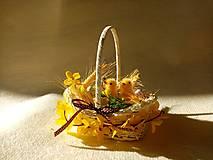 Dekorácie - Veľkonočný košíček s kuriatkami - 13020197_
