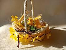 Dekorácie - Veľkonočný košíček s kuriatkami - 13020199_