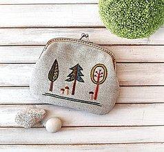 Peňaženky - Peňaženka XL Vyšívaný lesík (s kapsičkou) - 13019990_
