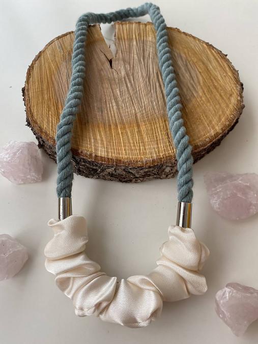 Lanový náhrdelník šedozelená & krémová